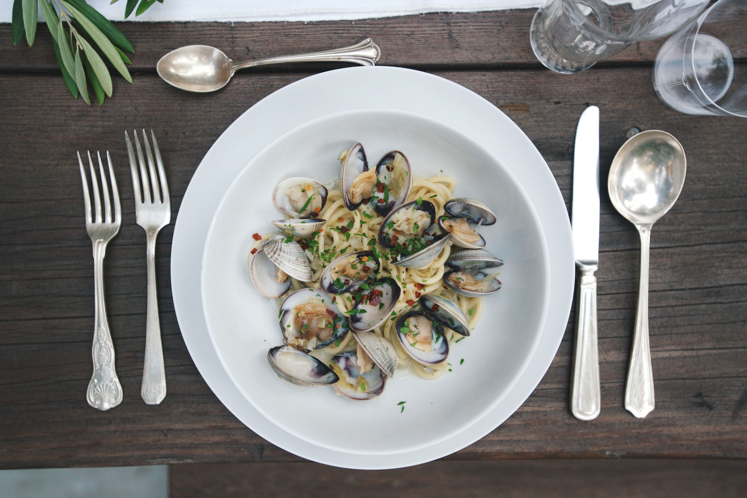 Summer Entertaining: Bucatini & Clams with Annie Campbell 8