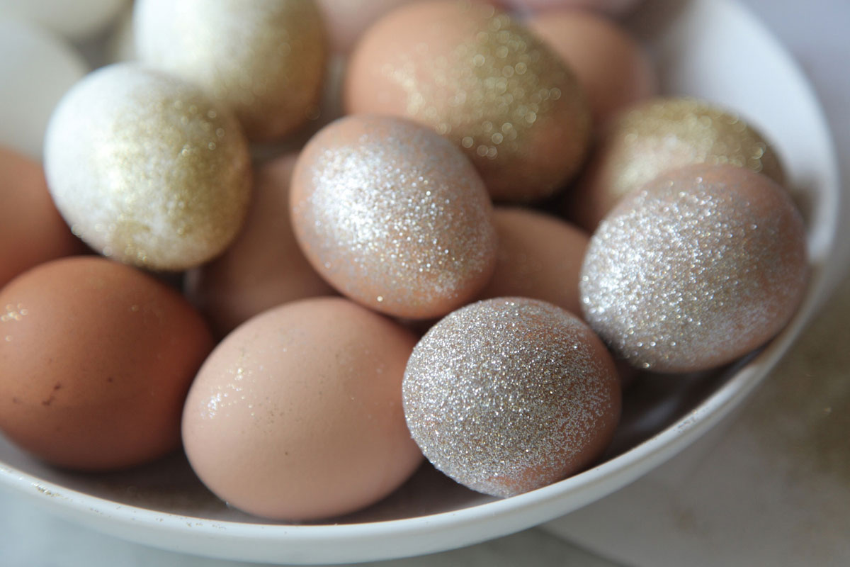 DIY: Glitter Easter Eggs