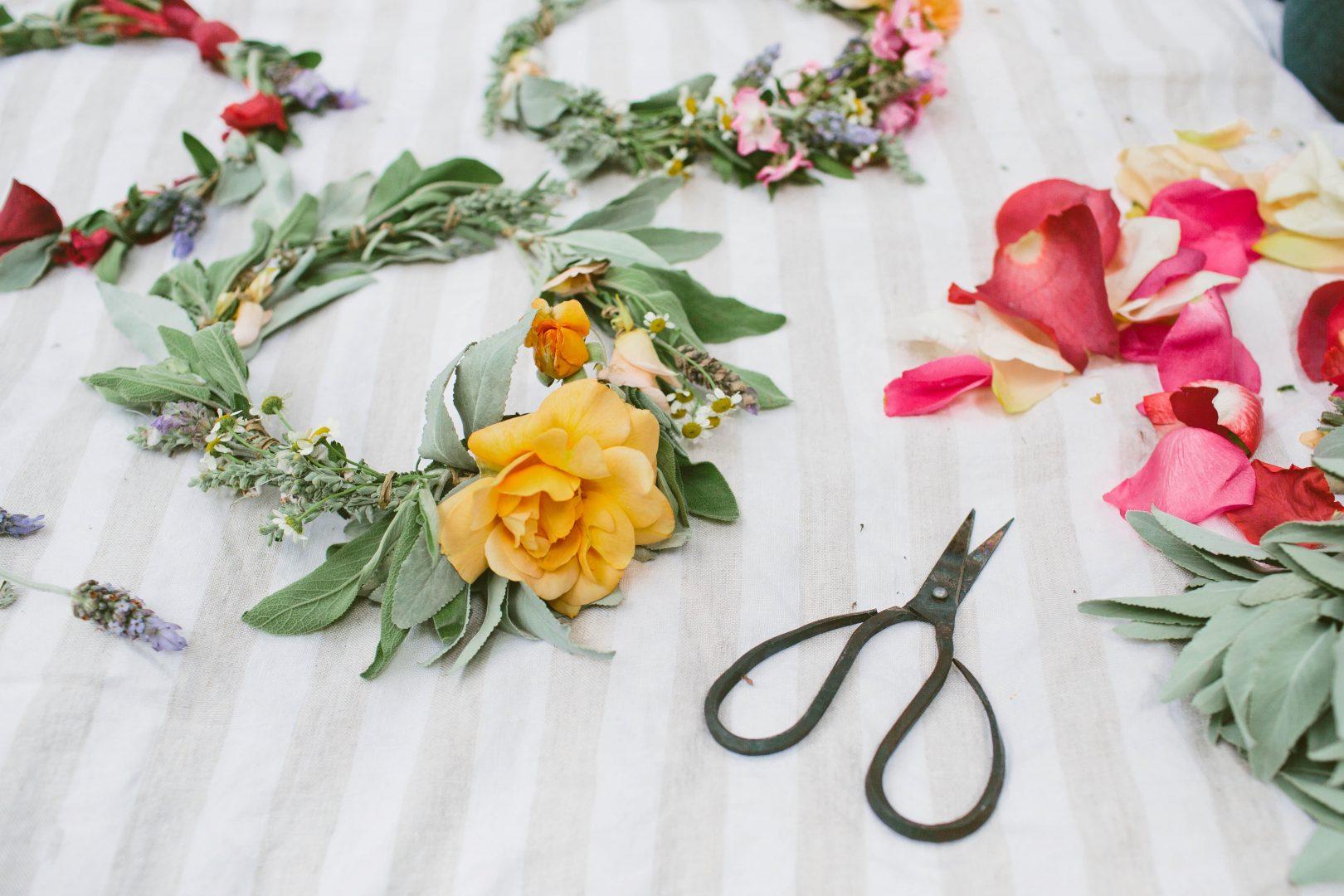 Diy floral crowns living rip tan diy floral crowns izmirmasajfo