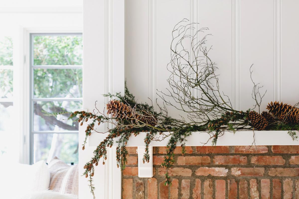 Festive Home Décor and Wreaths for the Holiday Season 8