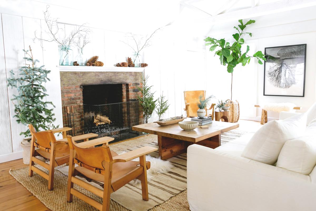 Festive Home Décor and Wreaths for the Holiday Season 3