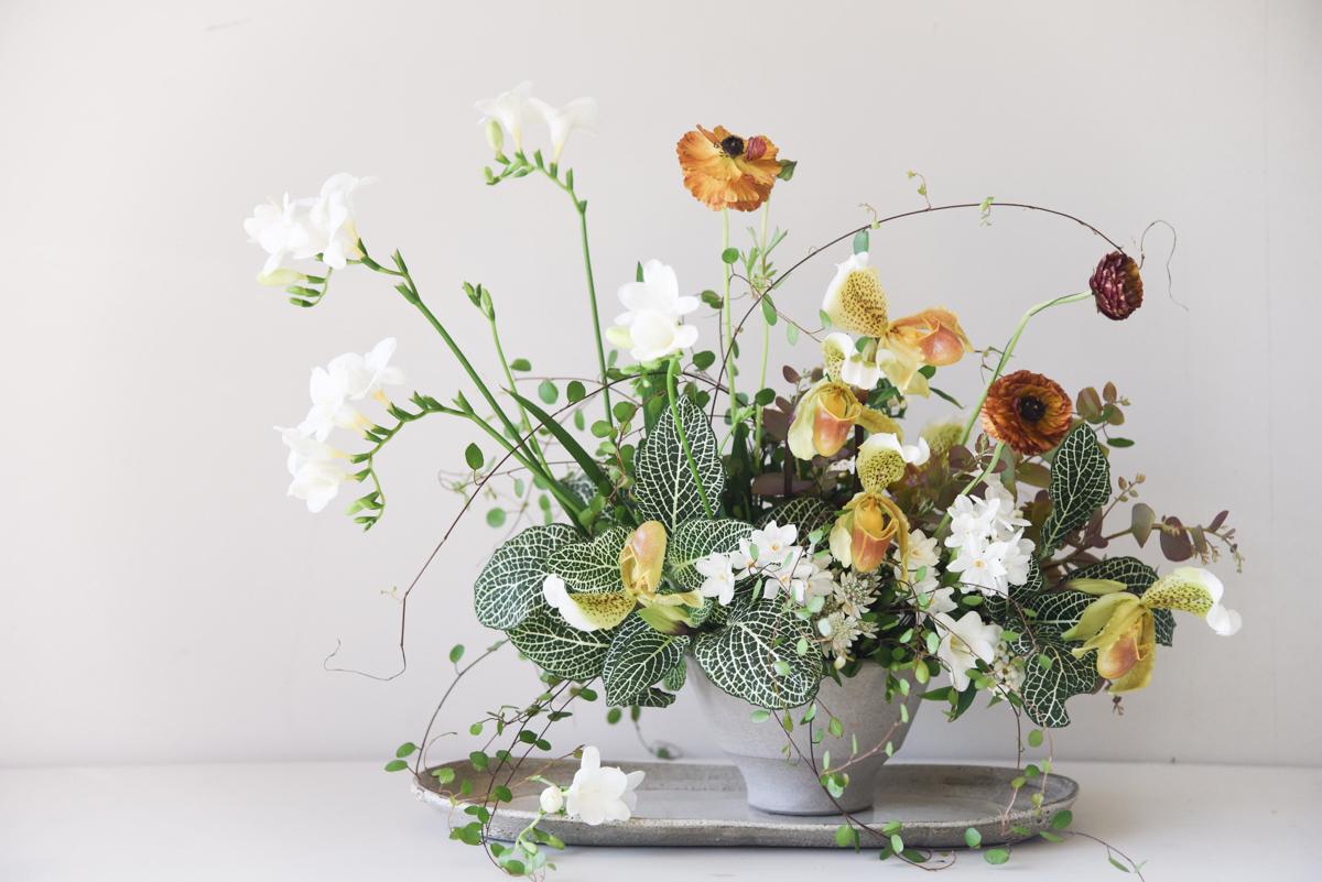 Sarah Winwards Simple Winter Floral Arrangement Entertaining